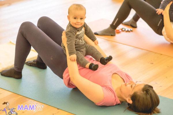 Ejercicio mujer con bebe