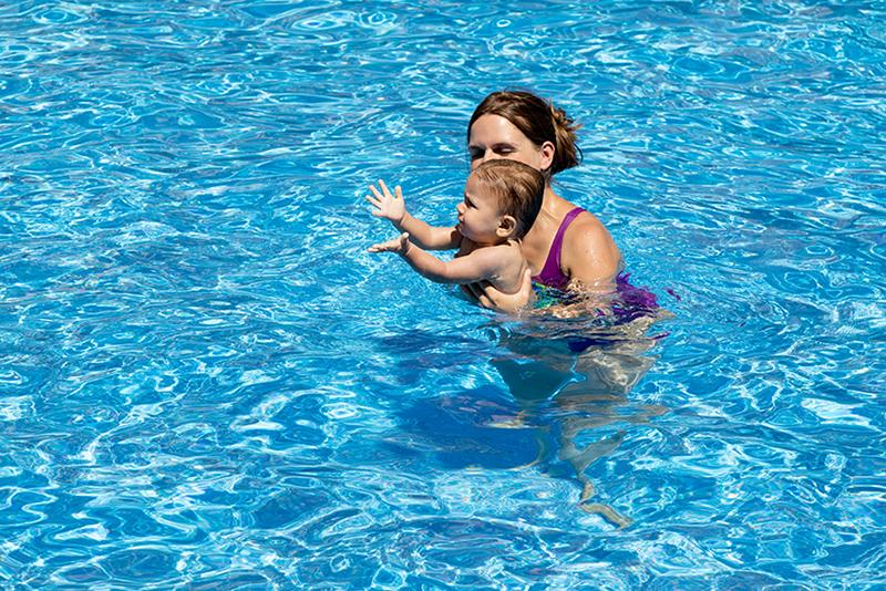 Analizamos las mejores actividades acuáticas para bebés